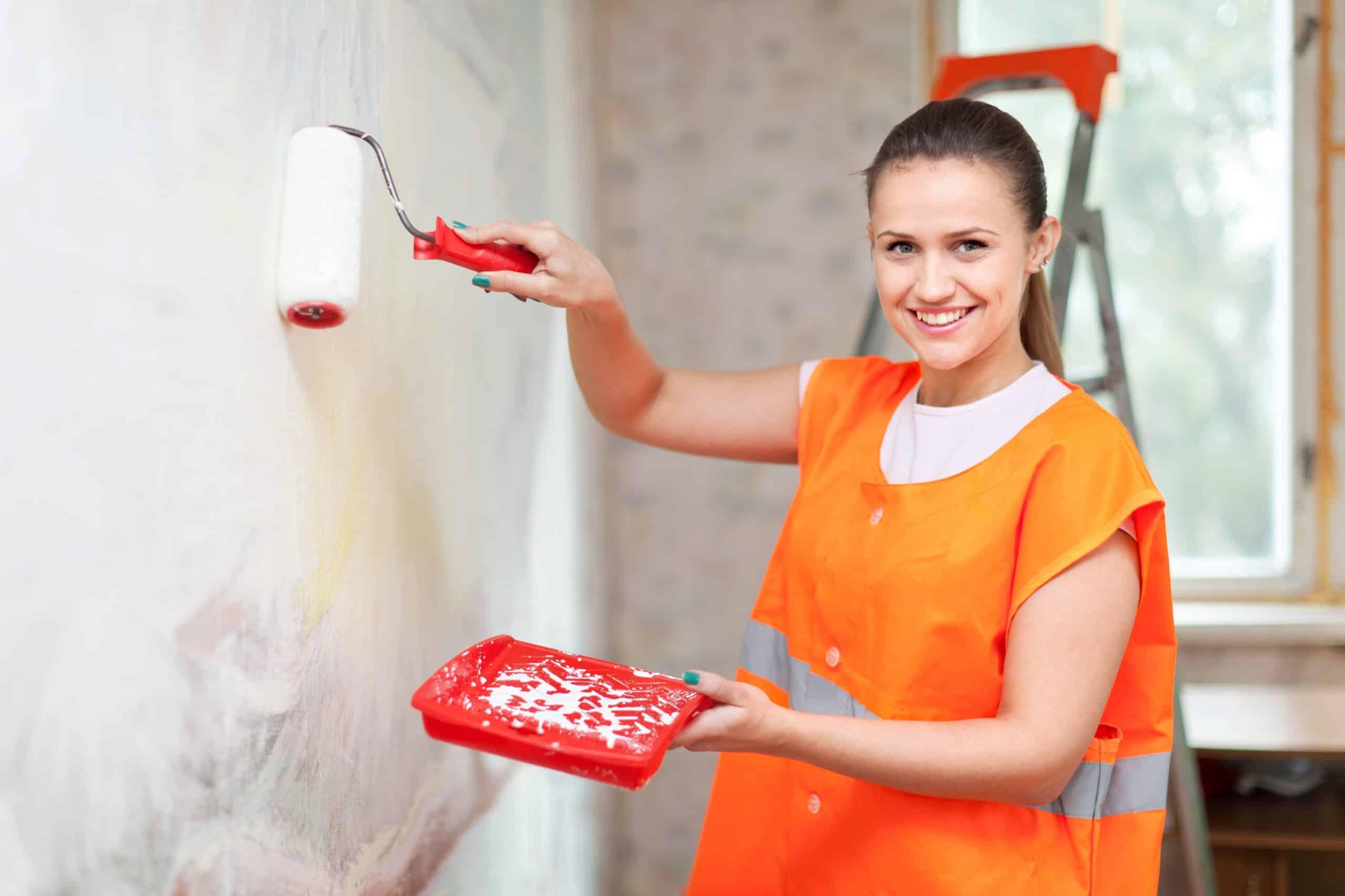 Peintre femme maison